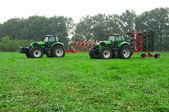 Deux tracteurs — Photo