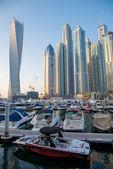 Dubai yat limanı içinde gökdelenler — Stok fotoğraf