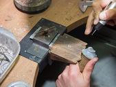 Jeweler produces jewelry — Stock Photo