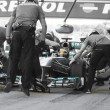 Lewis Hamilton - Merecedes F1 Driver & Pitstop Team — Stock Photo