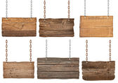 Panneau en bois avec chaîne suspendu le message de fond — Photo