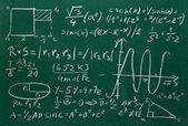 Nahaufnahme von mathematische Formeln auf einer Tafel — Stockfoto
