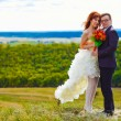 Newlyweds are on a high mountain wedding, the bride and groom, b — Stock Photo