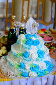 Wedding cake at a wedding is a blue holiday table in Russia — Stock Photo