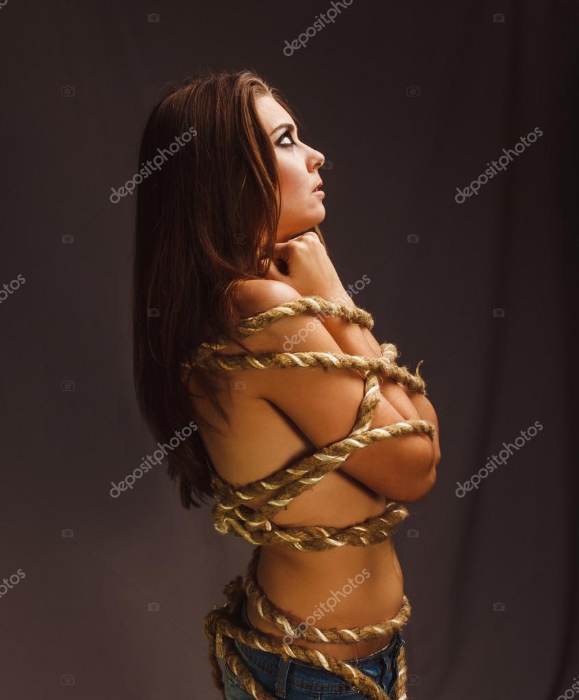 Связанная веревкой девушка 7 фотография