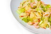 Salade de crevettes apple isolé sur fond blanc — Photo