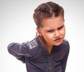 остеохондроз ребенок подросток девочка держит руку за спины p — Стоковое фото