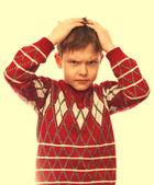 Pojken håller huvudet ont en ung man händerna stress och depressio — Stockfoto