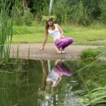Girl sitting near lake — Stock Photo