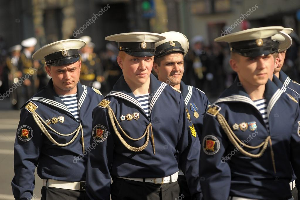 SAINT-PETERSBURG - May 5: Cordon from sailors on parade rehearsal before celebration of 66th Anniversary of Victory Day on Palace Square on May 5, 2012in Saint-Petersburg, Russia. — Stock Photo #12689418