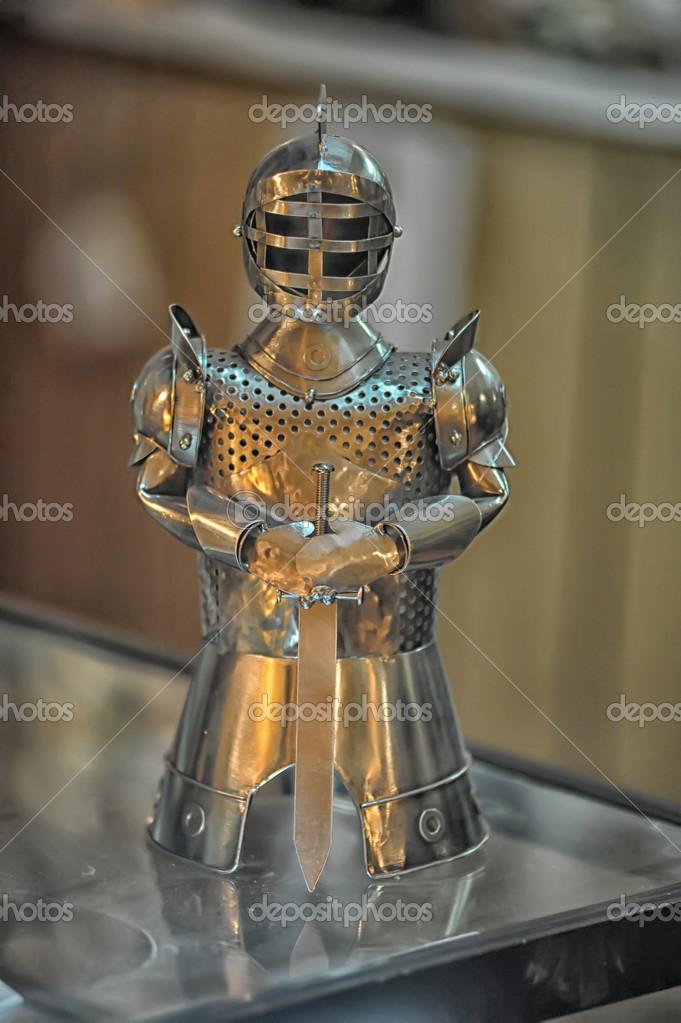 是中世纪的骑士雕像