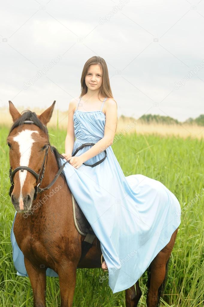 Фото с лошадью девушка в платье