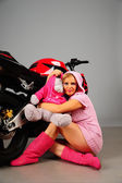 Sexy girl in pink with a teddy bear near the motorcycle — Stock Photo