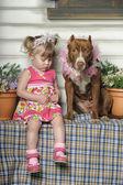 Ragazza con cane — Foto Stock