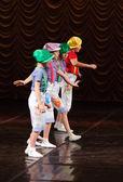 ステージ上でダンス子供 — ストック写真