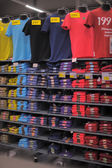 T-shirts shelves — Foto de Stock