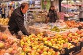 People  buying fruits — Stock Photo
