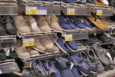 Mens shoes on the  shelves — Stock Photo