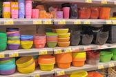 Empty plastic containers on the supermarket shelf. — Стоковое фото