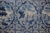 Pinturas blancos azules sobre una estufa de azulejos — Foto de Stock
