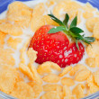 Cereal In A Bowl With Milk And Strawberries — Stock Photo
