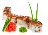 Cozinha japonesa - sushi roll com pepino, cream cheese e sm — Fotografia Stock