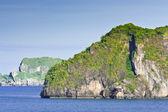 Tropischen einsamen insel im ozean — Stockfoto