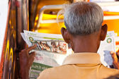Senior  man  reading newspaper — Stockfoto