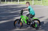 Dítě na kole — Stock fotografie