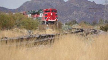 Demiryolu tren raylarda — Stok video