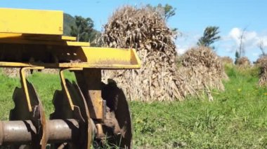 Disc Harrow Corn Piles Dolly — Stock Video