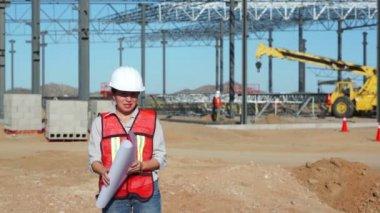 Female Civil Engineer on Jobsite — Stock Video