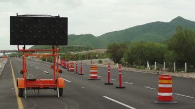 Detour Sign Construction Pylons Highway Close — Vídeo de stock
