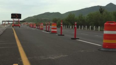 Detour Sign Construction Pylons Long — Vídeo de stock