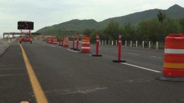 Detour Sign Construction Pylons Long — Stok video