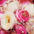 Wedding rings  on flowers — Stock Photo