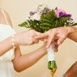 bride Put the Wedding Ring on groom — Foto Stock