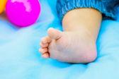 Yeni doğan çocuk ayaklar — Stok fotoğraf