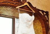 Witte bruiloft jurk — Stockfoto