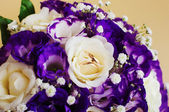 Wedding bouquet and rings — Stock Photo