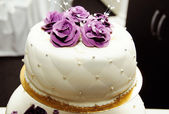 White wedding cake with purple flower detail — Stock Photo