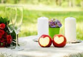 ?andles and flowers on table — Stock Photo