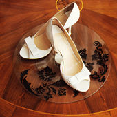 Elegant wedding shoes — Stock Photo
