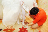 Helping the bride to put her — Stock Photo