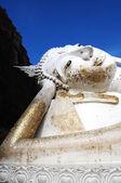 Reclining Buddha at an Ancient wat in Thailand — Stockfoto