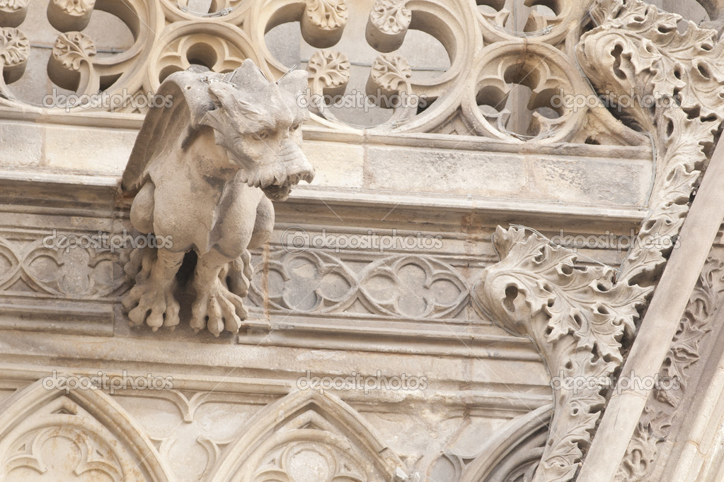Gargoyle Statues on Gothic Cathedral in Barcelona — Stock Photo #14166728