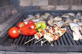 шашлык, рыба, овощи — Стоковое фото