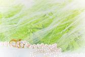 Anillos de boda y bouquet — Foto de Stock