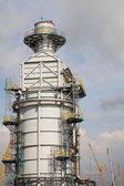 Processing column for offshore platform under construction — ストック写真