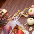 Foto Stock: Apple peeling